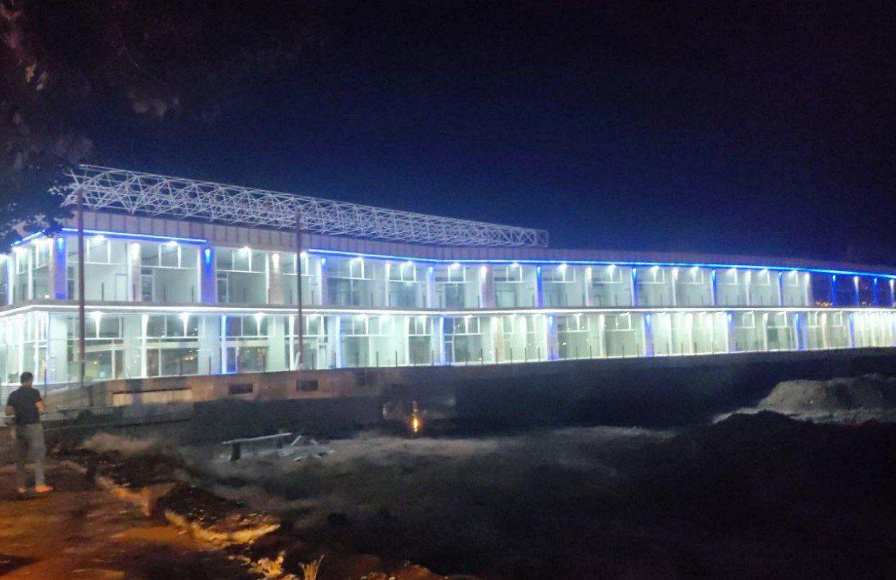 ساختمان تجاری بر روی رودخانه سقز